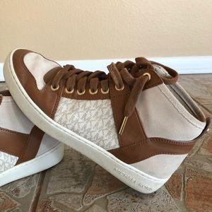 Michael Kors hi-top sneakers 👟👟